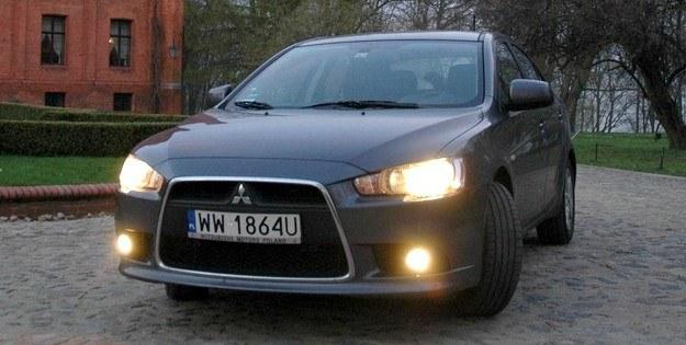 Światła przeciwmgłowe są nadużywane przez kierowców /INTERIA.PL