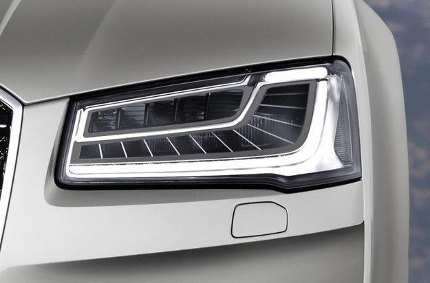 Światła w samochodach przybierają coraz bardziej wymyślne formy /