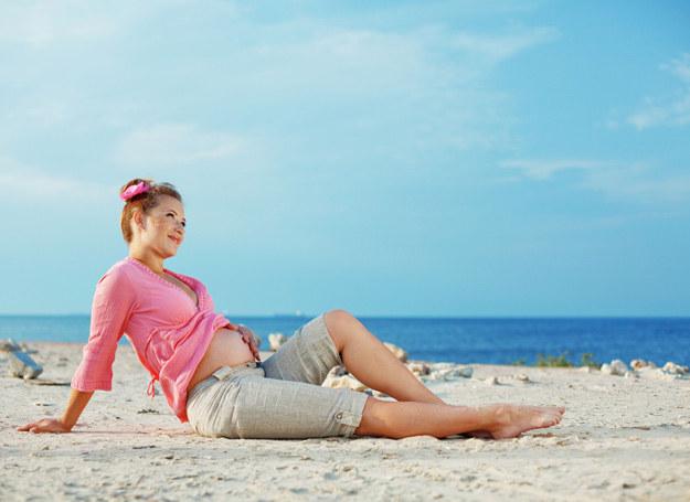 Światło słoneczne sprawia także, że twój organizm wytwarza więcej witaminy D3, która wzmacnia kości. /123RF/PICSEL