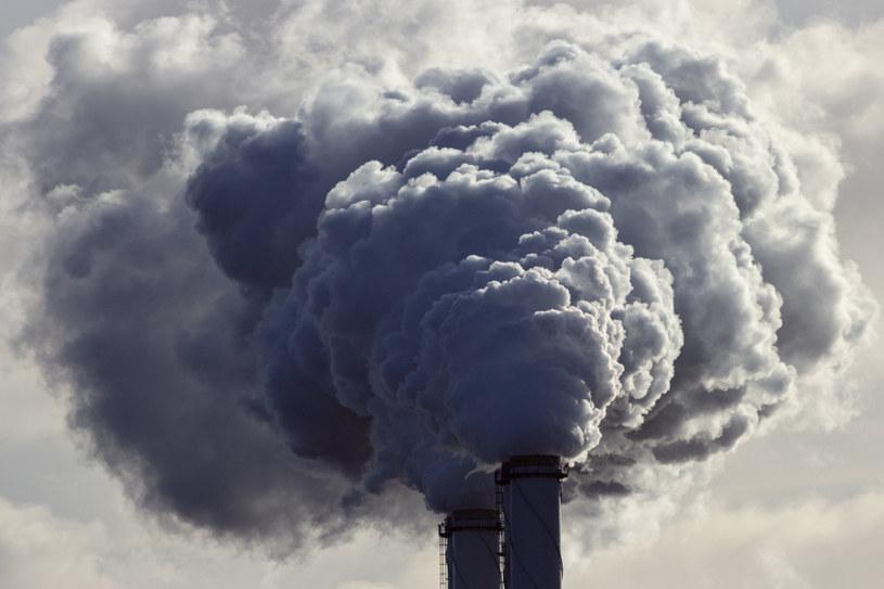 Światowa Organizacja Zdrowia szacuje, że wskutek zanieczyszczeń powietrza co roku umiera na świecie 7 mln ludzi /123RF/PICSEL