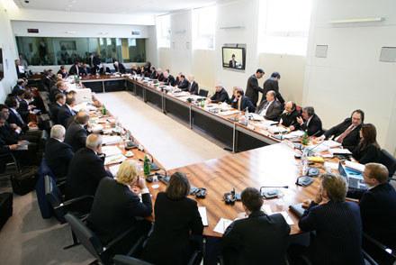 Światowa Rada Sportów Motorowych FIA podczas narady / kliknij /AFP