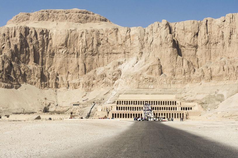 Świątynia Hatszepsut na zachodnim brzegu Luksoru, Egipt . /123RF/PICSEL
