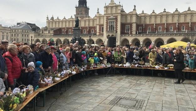 Święcenie pokarmów na Rynku Głównym w Krakowie /Marek Wiosło /RMF FM