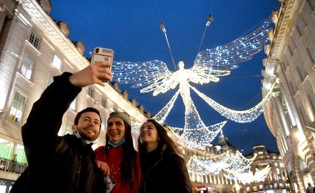 Święta online, czyli jak bezpiecznie połączyć się z bliskimi