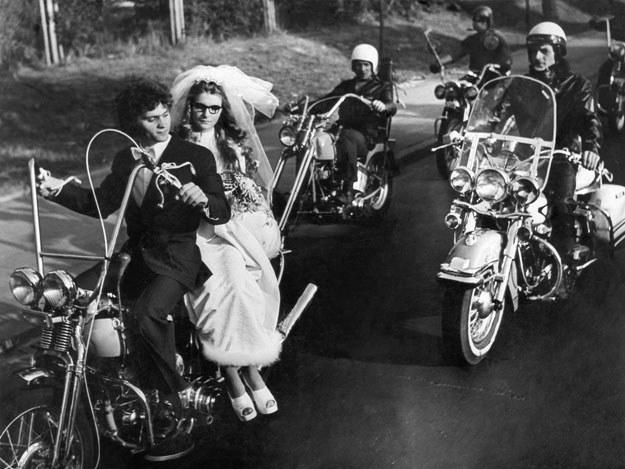 Świetnymi okazjami do hucznych przejazdów ulicami miast były harleyowskie śluby (archiwum Wojciecha Echilczuka) /INTERIA.PL