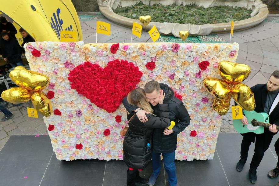 Święto zakochanych na Placu Szczepańskim w Krakowie /Jacek Skóra /RMF FM