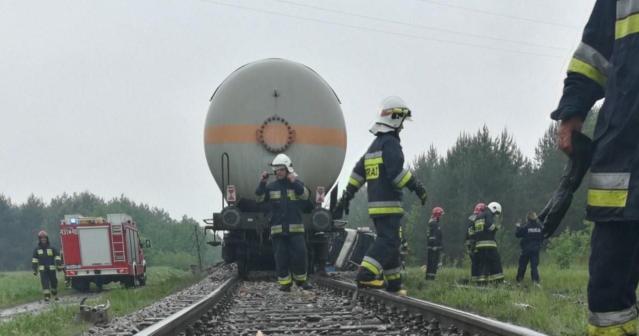 Świętokrzyskie: Ciężarówka wjechała pod pociąg przewożący gaz
