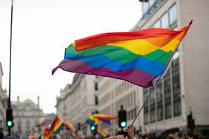"""Świętokrzyskie jednak nie """"przeciw ideologii LGBT"""". Komisja Europejska komentuje"""