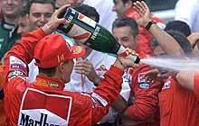 Świętujący Michael Schumacher / fot. EPA /poboczem.pl