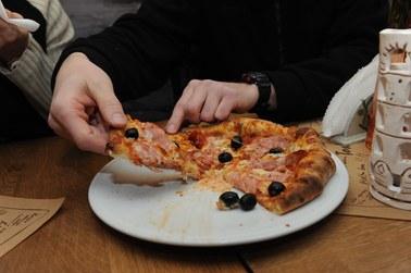 Świętujemy dzień pizzy! Jak ją zrobić? [PRZEPIS]