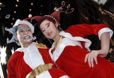 Święty Mikołaj nie próżnuje, oprócz prezentów, przesyła takżę gróźne programy komputerowe /AFP