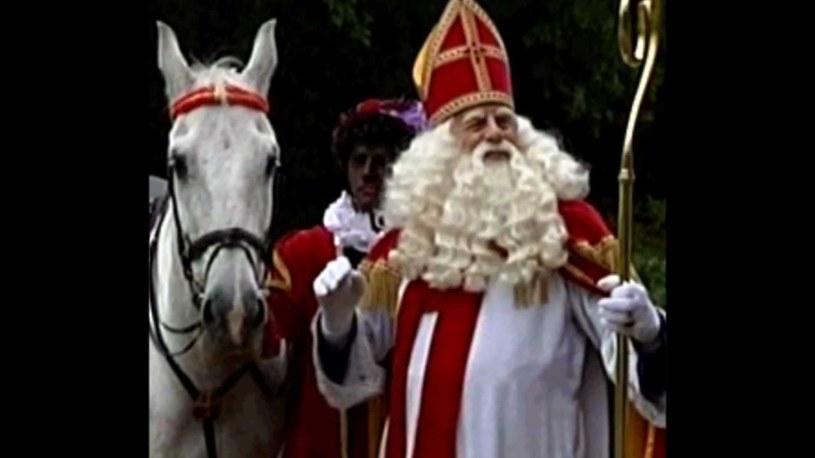 Święty Mikołaj przyjedzie do kibiców Wisły na białym koniu. Wystarczy przynieść list na mecz z Lechem. /AFP