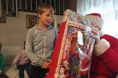 Święty Mikołaj u dzieciaków z Inowrocławia. Prezentów całe mnóstwo