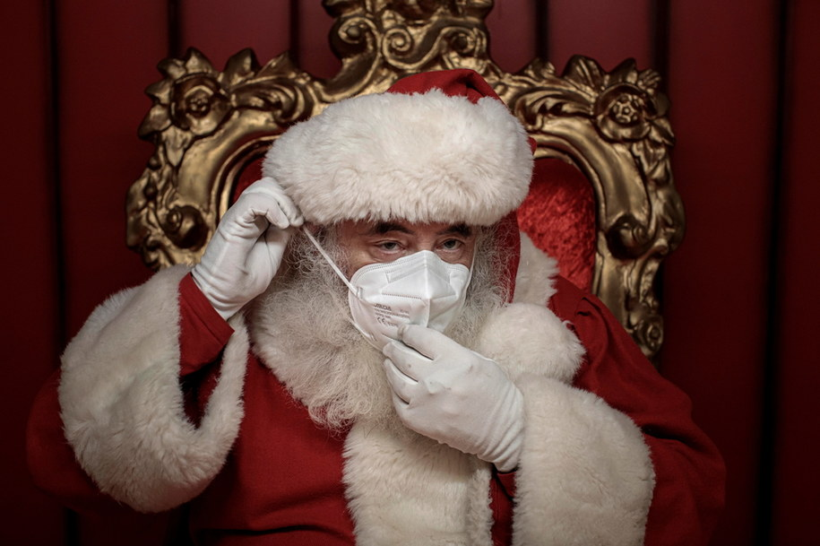 Święty Mikołaj w czasach pandemii /BIEL ALINO  /PAP/EPA