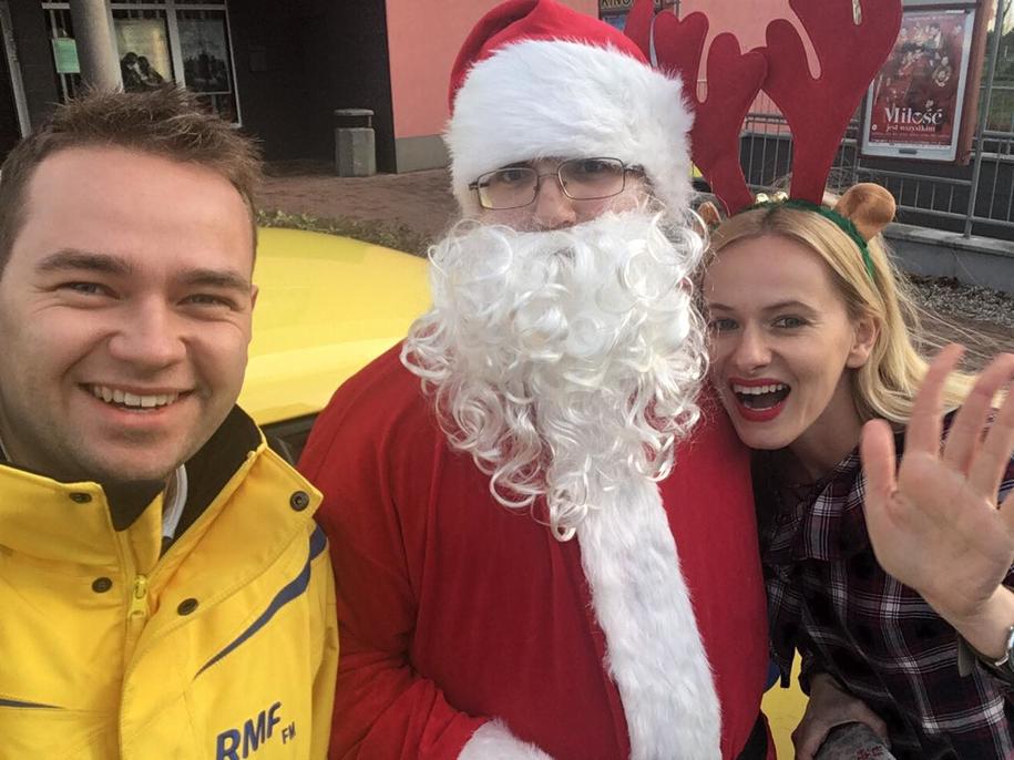 Święty Mikołaj w towarzystwie reportera RMF FM i naszej radiowej koleżanki /Mateusz Chłystun /RMF FM