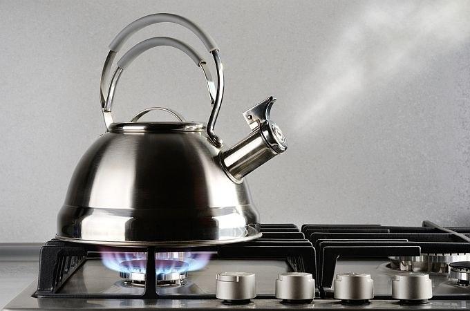 Świeża woda na kawę /© Photogenica