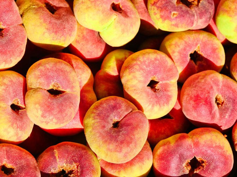Świeże brzoskwinie są jednymi z tych owoców, których w Polsce nie brakuje /123RF/PICSEL