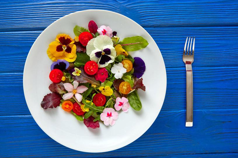 Świeże kwiaty dostarczą cennych przeciwutleniaczy i składników mineralnych. /123RF/PICSEL