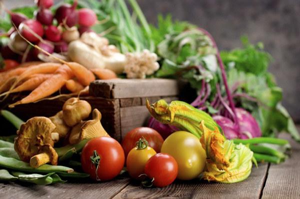 świeże owoce i warzywa /© Photogenica