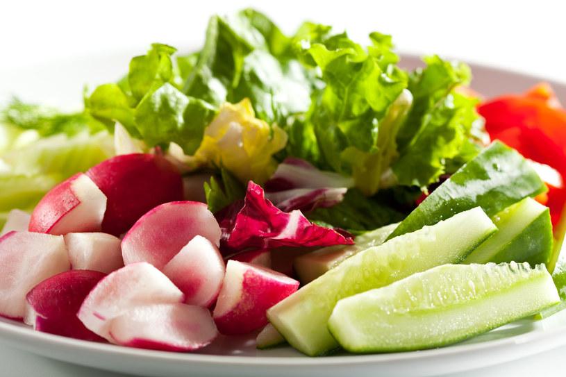 Świeże warzywa i niskokaloryczne owoce to podstawa postu Daniela /123RF/PICSEL