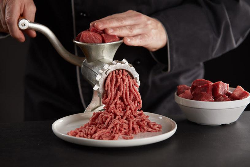 Świeżo mielone mięso mielone powinno być spożyte w dniu zakupu /123RF/PICSEL
