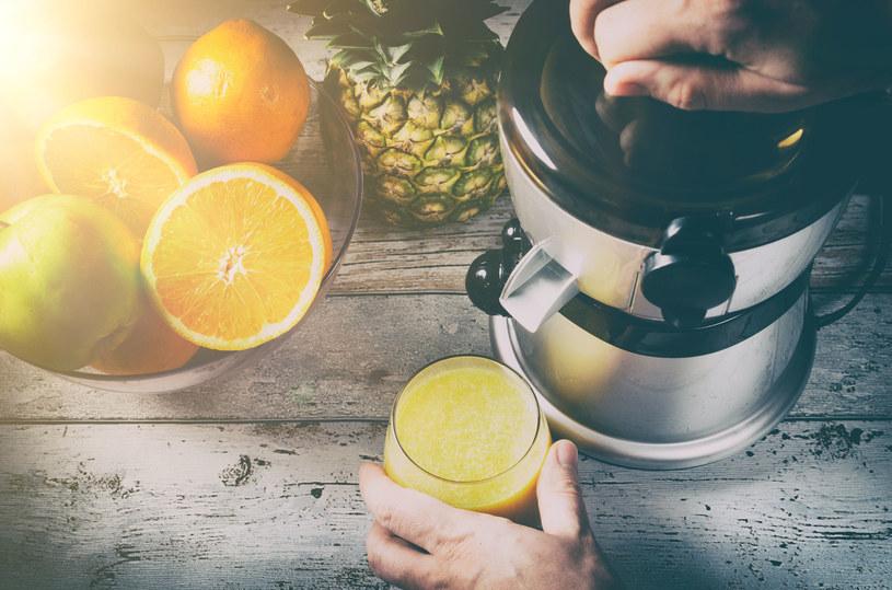 Świeżo wyciskane soki są bardzo zdrowe. Zawierają o wiele więcej witamin niż te kupione w sklepie /123RF/PICSEL