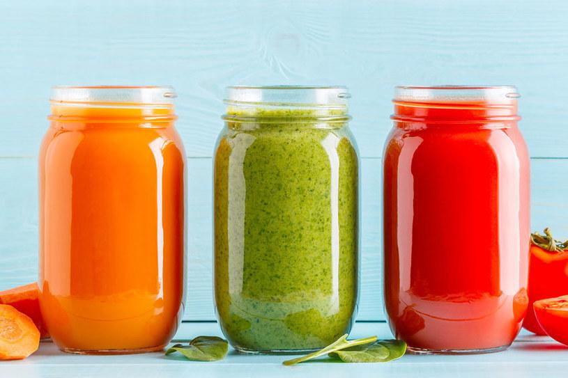 Świeżo wyciskane soki warzywno-owocowe służą naszemu zdrowiu /123RF/PICSEL