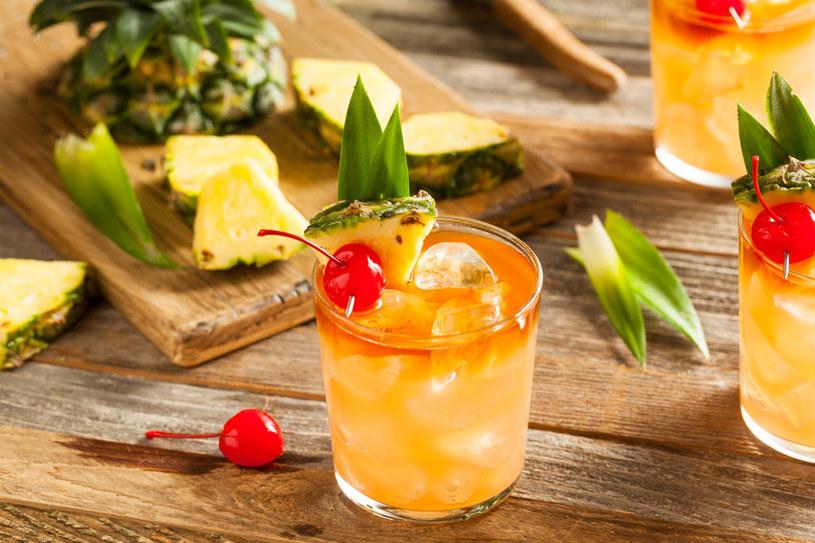 Świeży ananas sprawdzi się jako dodatek do drinków i koktajli /123RF/PICSEL
