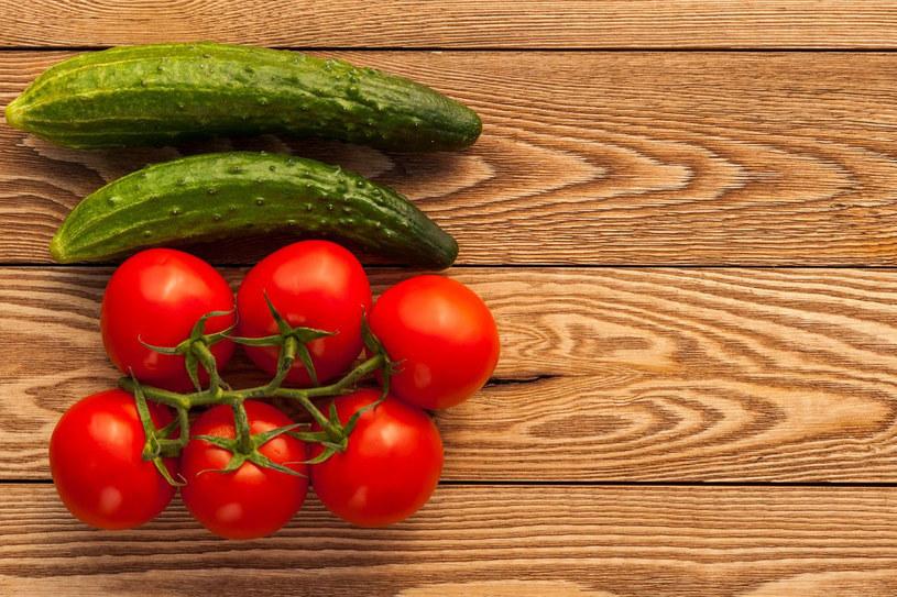 Świeży ogórek zawiera enzym, który niszczy zawartą w pomidorze witaminę C /123RF/PICSEL