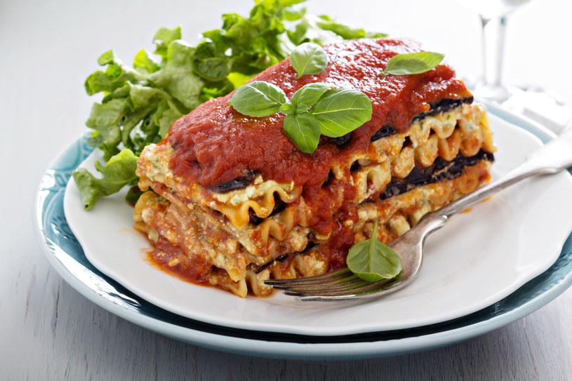 Sycąca, bezmięsna lazania to świetny pomysł na obiad dla całej rodziny /123RF/PICSEL