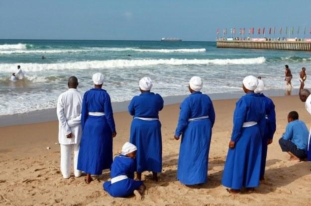 Syjoński Kościół Chrystusowy z RPA - Przejście przez Morze Czerwone jest uznawane za symbol wiary /AFP