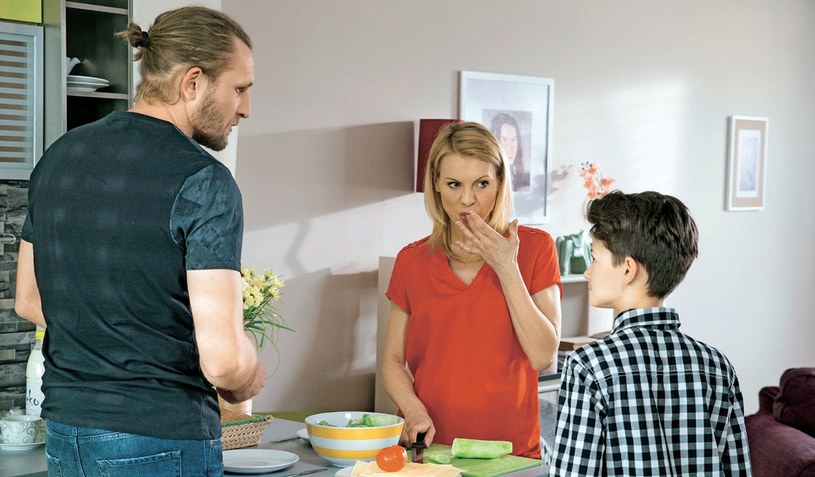 Sylwek przekona Kalinę, że chce odbudować rodzinę, więc żona zerwie z Norbertem /Świat Seriali