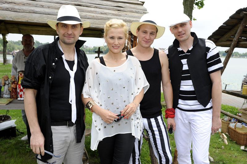 Sylwia Arnesen z ekipą mazurskiej sagi. /Piętka Mieszko /AKPA