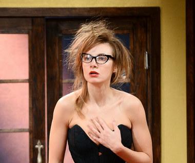 Sylwia Gliwa z nagim biustem na plaży. Aktorka opala się topless