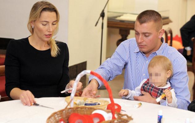 Sylwia Gruchała i Marek Bączek z córką /Jan Bielecki /East News