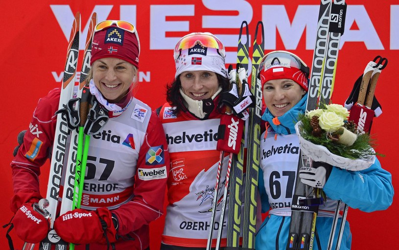 Sylwia Jaśkowiec (z prawej) obok Marit Bjoergen i Astrid Uhrenholdt Jacobsen /AFP