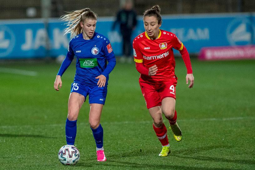 Sylwia Matysik (z prawej) jest zawodniczką żeńskiej drużyny Bayeru 04 Leverkusen / Marcel Doerder/DeFodi Images /Getty Images