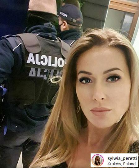Sylwia Peretti nie odpuszcza złodziejom, którzy ukradli jej biżuterię. /Instagram