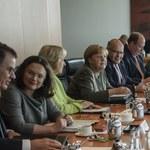 """Symboliczne posiedzenie rządu Merkel bez kwiatów i szampana. """"Nikt się nie śmiał"""""""