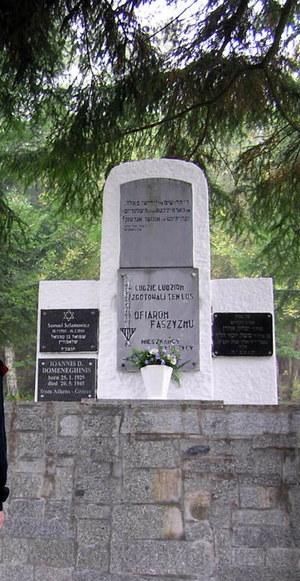 Symboliczny nagrobek Johannesa Domeneghini w Kolcach /Odkrywca