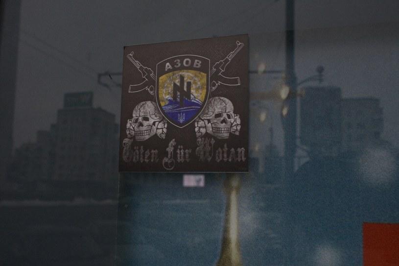 """Symbolika Batalionu """"Azow"""" i neonazistowskie hasło """"Töten für Wotan"""" (""""""""Zabijać dla Odyna"""") /Marek M. Berezowski /Reporter"""