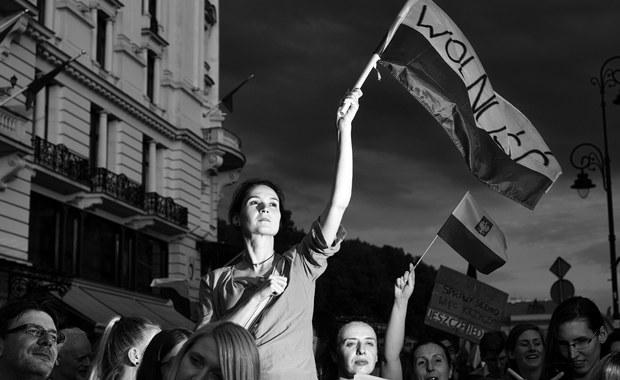 """""""Symbolizuje nasz polski niepokorny charakter"""". Zdjęcie Adama Lacha wybrane """"Ikoną 30-lecia"""""""