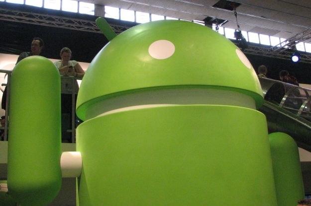 Sympatyczny i bardzo zielony android będący maskotką systemu Android - warto zapamiętać tą twarz /INTERIA.PL