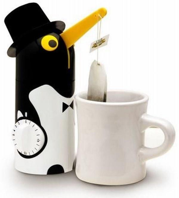 """Sympatyczny pingwin wyłowi herbacianego """"szczura"""" wtedy, gdy upłynie nastawiony czas /materiały prasowe"""