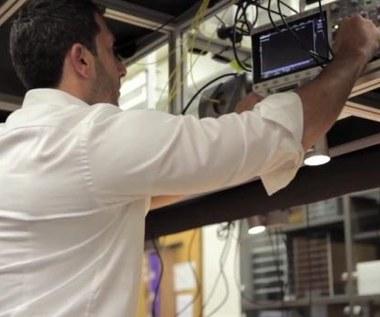 Symulator kwantowy potężniejszy od biliona komputerów