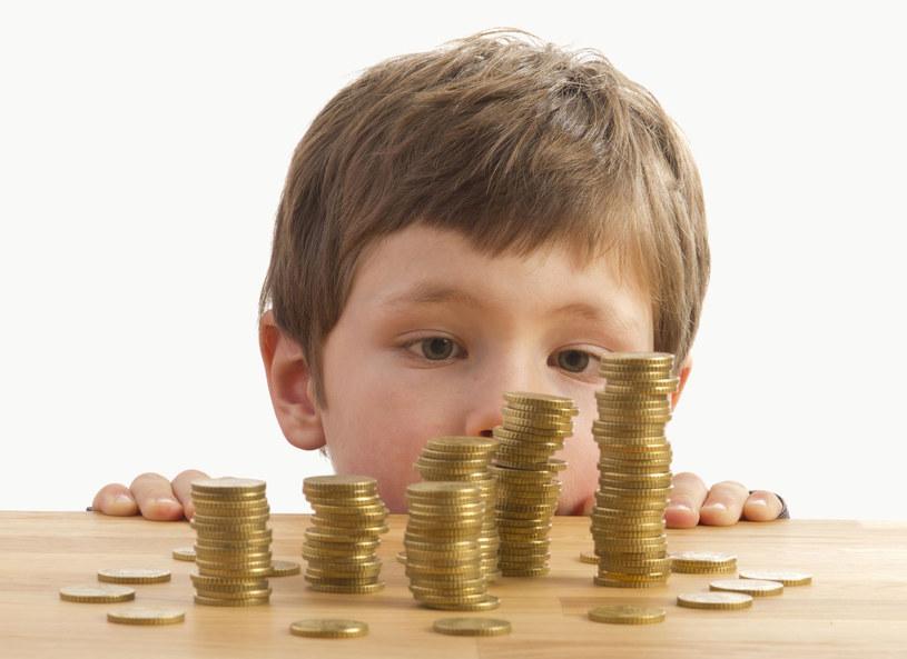 Syn chce zapłaty za każda pomoc /123RF/PICSEL