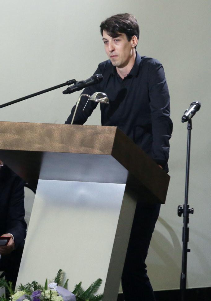 Syn Grzegorza Miecugowa, Krzysztof, podczas uroczystości pogrzebowych /Tomasz Gzell /PAP