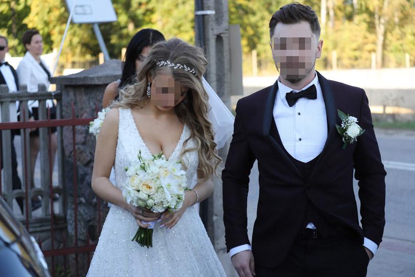 Syn gwiazdy disco polo z żoną w dniu ślubu /Anatol Chomicz /East News