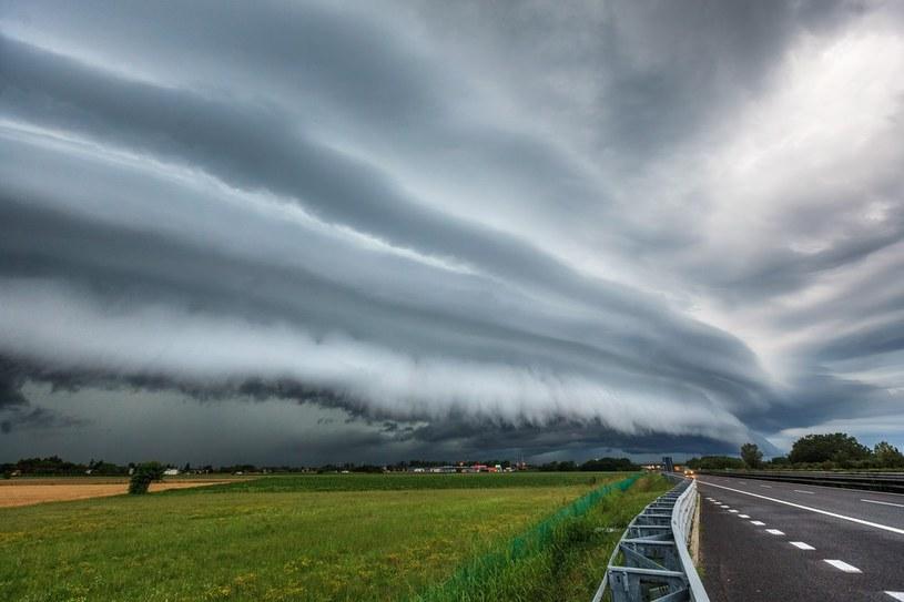 Synnoptycy ostrzegają przed burzami /East News