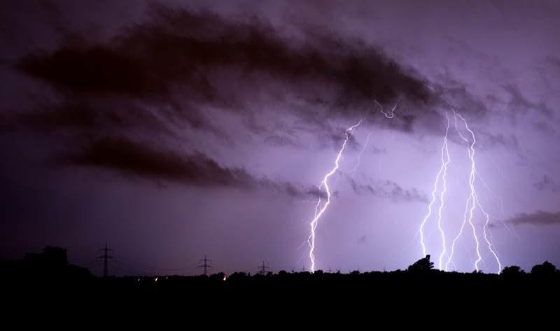 Synoptycy ostrzegają przed burzami /Julian Stratenschulte /PAP/EPA